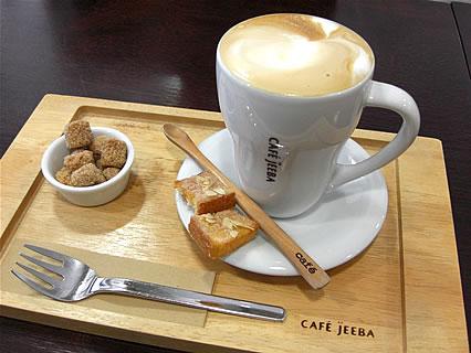 CAFE JEEBA(カフェ ジーバ) カフェラテ(420円)