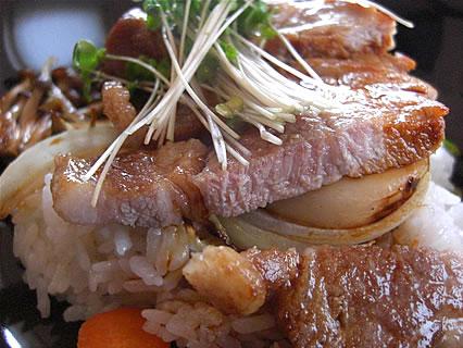 アグレアーブル ボリュームたっぷり豚ロース肉の黒胡椒焼き フレンチ丼 豚ロース肉