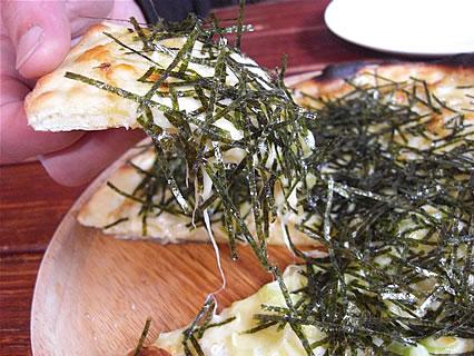 Restaurant NORTH VILLAGE(レストラン・ノースビレッジ) 長芋とニンニクの和風ピザ アップ