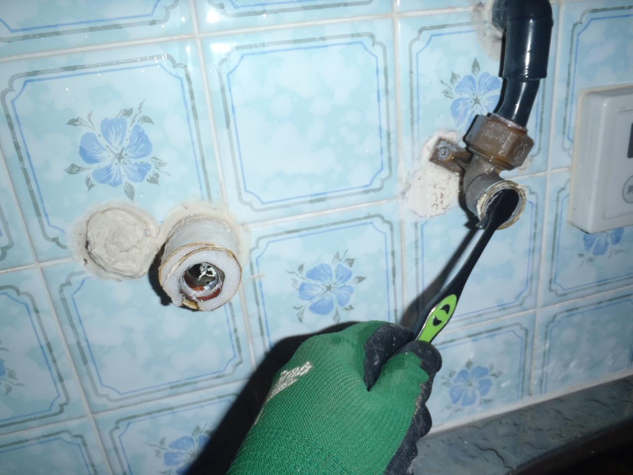 浴室シャワー水栓 取り外し後