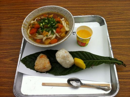 curry_udon_and_rice_balls