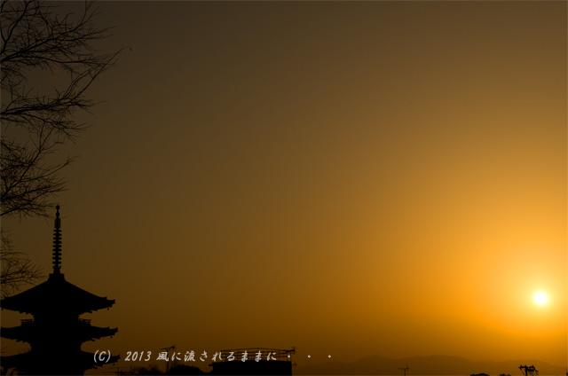 2013 京都・八坂の塔と夕日1