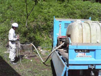 井戸洗いとトラック