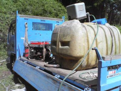 井戸洗いトラック荷台