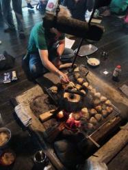 囲炉裏で朝食