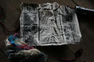 紙包みと糸束
