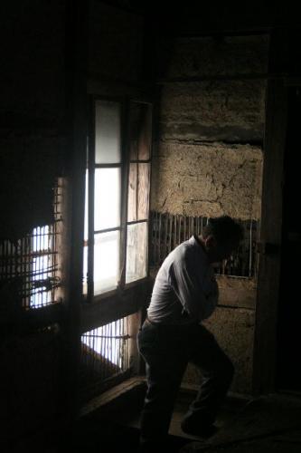 古民家階段の上室内