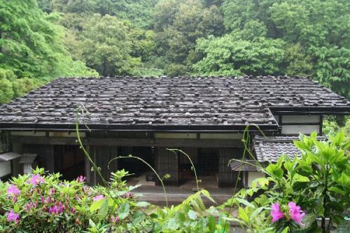 板葺石置き屋根