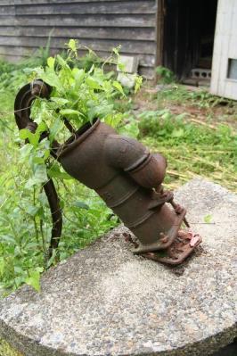 古い井戸ポンプ