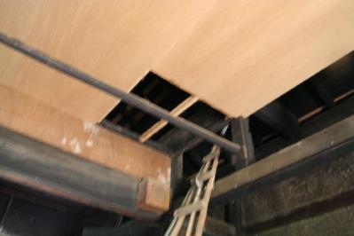 天井のベニヤ1