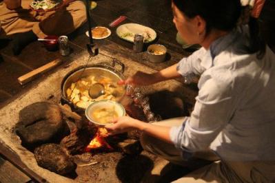 囲炉裏で鍋物