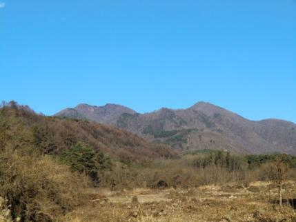 帰路 明野から見た右、茅ヶ岳 左が金ヶ岳