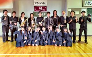 愛知県立安城東高校での演奏