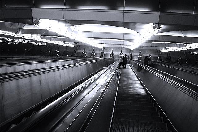 100203_001_大江戸線新宿駅