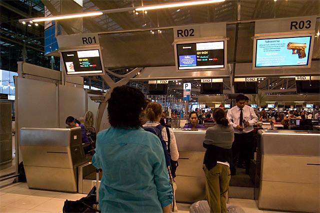 100220_001_スワンナプーム空港_ラオス航空カウンター