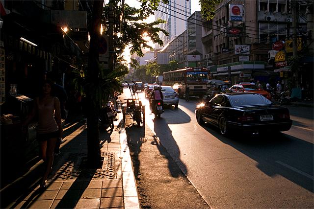 100227_006_スリウォン通りの西日