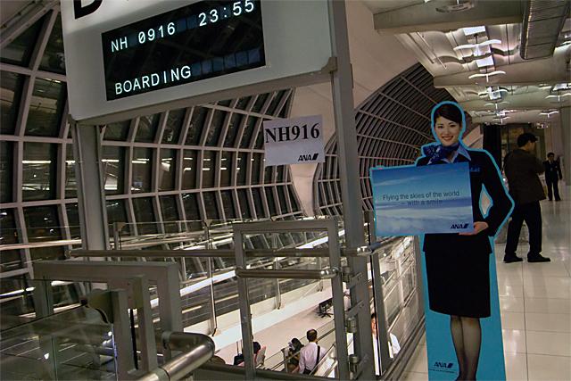 100227_008_ANA搭乗ゲート_スワンナプーム空港