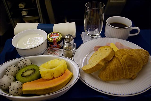 100228_002_NH916の朝食(洋食)