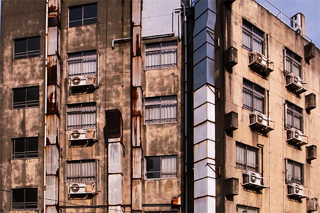 100315_001_外神田の古いビル