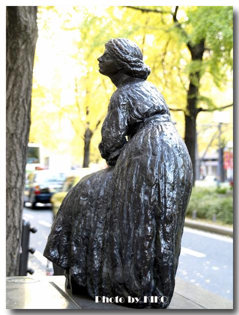 急速する女流彫刻家
