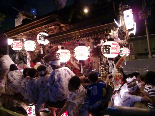 大阪市城東区の祭りの神輿02
