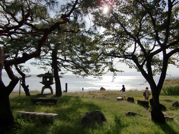 長浜城と近くの湖岸1