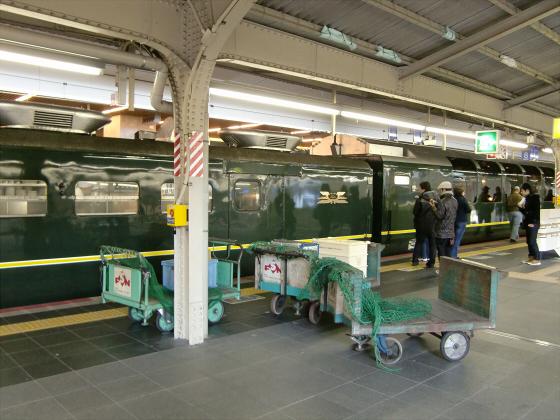 大阪駅でトワイライトエクスプレス撮影05