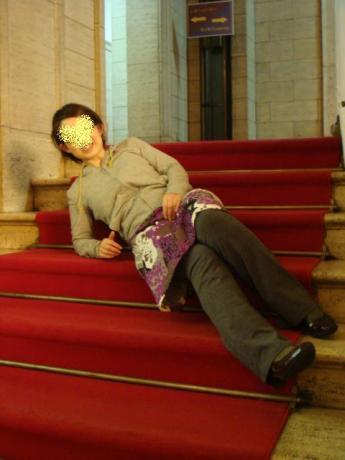 階段寝るだね!