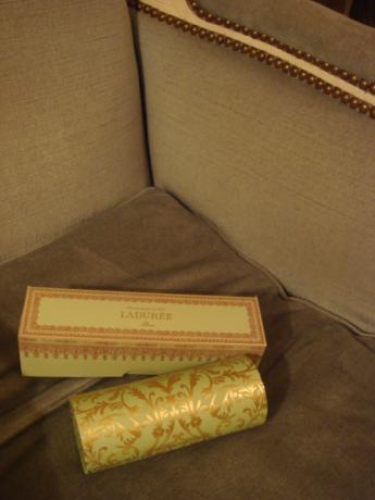 マカロン&エクレアの箱
