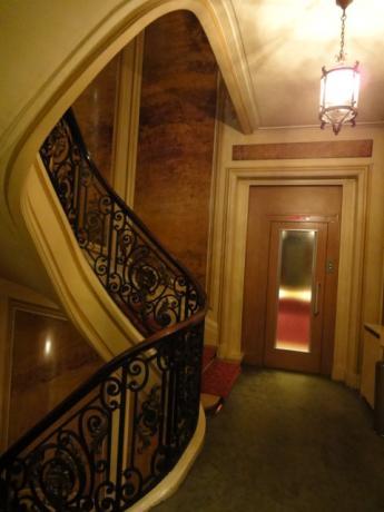 らせん階段とELV