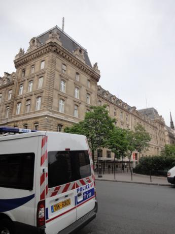 パリ市警とパトカー