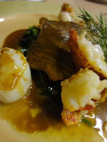 オマール海老と白身魚と貝柱のポアレ!