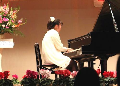 20101218ピアノ発表会演奏中