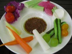 季節の野菜の味噌ニャ・カウダ