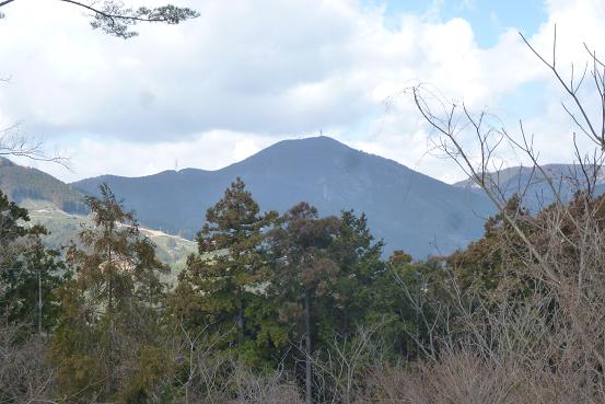 山小屋前からの高根山P1030706
