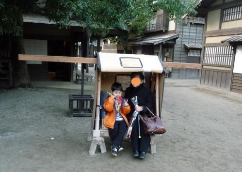太秦映画村2011-村の中ー駕篭に乗って 02