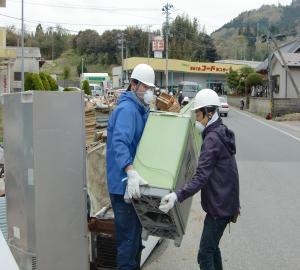 気仙沼市で瓦礫撤去