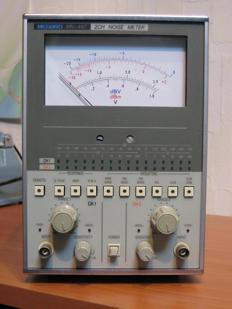 電子電圧計