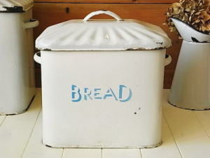 1258687802-bread2.jpg