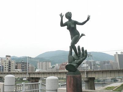 宝塚大橋のモニュメントです