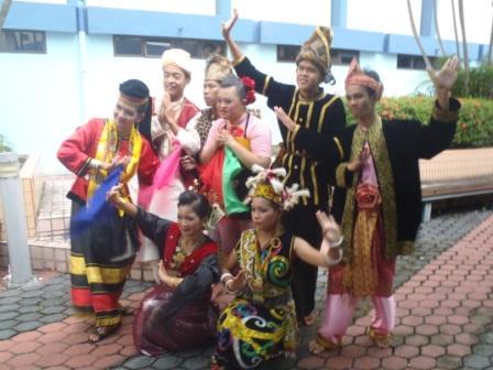 サラワク踊りのチーム