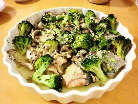 鮭とブロッコリーのオーブン焼き1