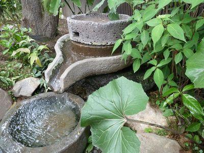 玄関前の泉