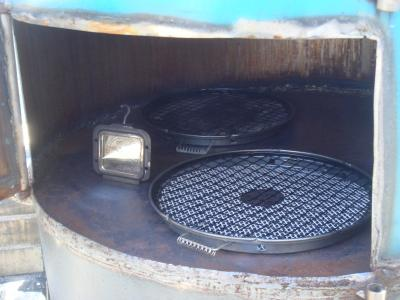 ドラム缶オーブンの内部