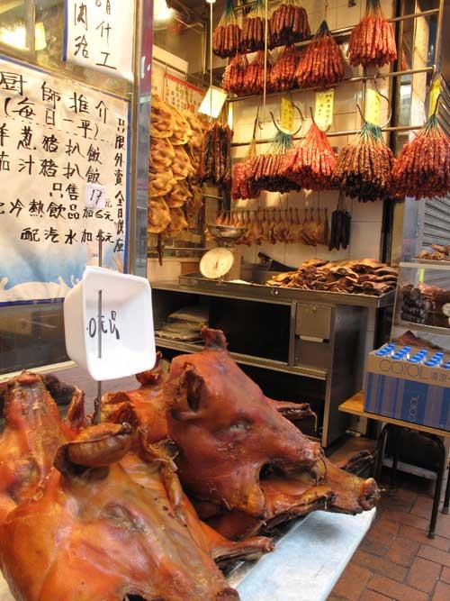 香港の道端で売られる焼豚