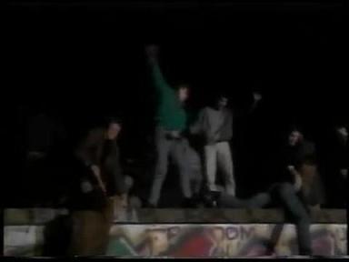 ベルリンの壁崩壊 歓喜のポーズ