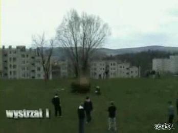ドラム缶が飛ぶ.avi_000003203
