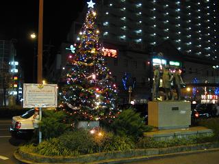 阪急夙川駅前のクリスマスツリー