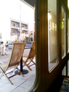 CAFE FLAT 4 窓辺から