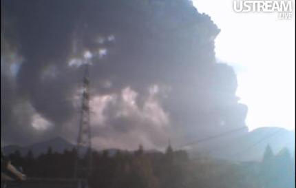 霧島新燃岳噴火の様子 USTREAM c